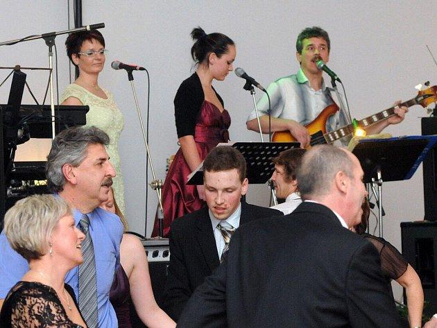 Obecní ples ve Velkém Poříčí.