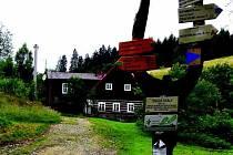 Od zámečku Bischofstein v osadě Skály musí turisté urazit kilometr a půl než se dostanou na nejvyšší místo Teplicka.