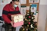 Krabice od bot udělal o letošních Vánocích radost dětem v rodinách, které znají, jaké to je být v nouzi.