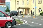Řidič luxusního terénního automobilu Range Rover srazil na přechodu pro chodce ve Velkém Poříčí studentku z prvního ročníku polygrafické školy.