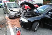 Dopravní nehoda dvou osobních automobilů na Červené Hoře.