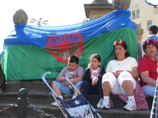 Romové v Náchodě protestovali.