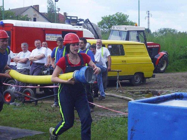 V kategorii mužů soutěží i ženy, které se tak stávají platným členem soutěžního družstva.