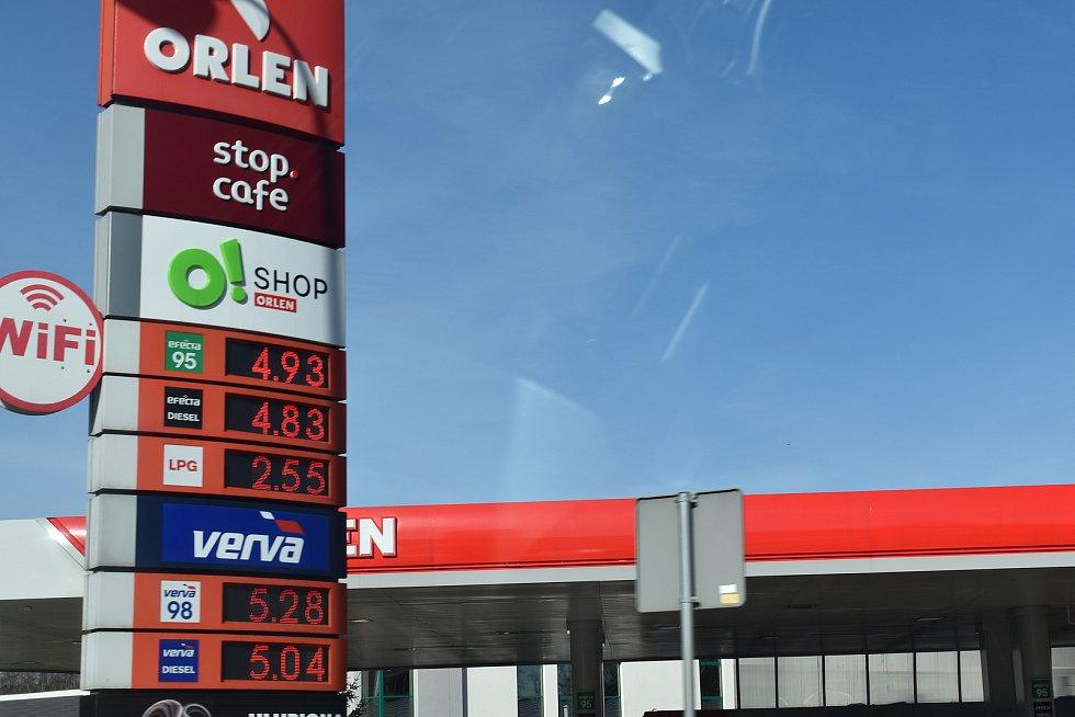 Cena pohonných hmot je v Polsku momentálně překvapivě trochu vyšší než u nás.