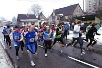Návrat Novoročního běhu se u Základní školy v Horním Kostelci postavilo na čtyři desítky běžců všech věkových i výkonnostních kategorií.