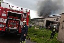 Škodu za zhruba 4,5 milionu korun způsobil včera po poledni požár zemědělské budovy v obci Borová na Náchodsku.