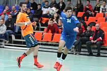 CELKEM pět branek zaznamenal v utkání s Bystřicí pod Hostýnem domácí Jan Kosinka (v modrém).