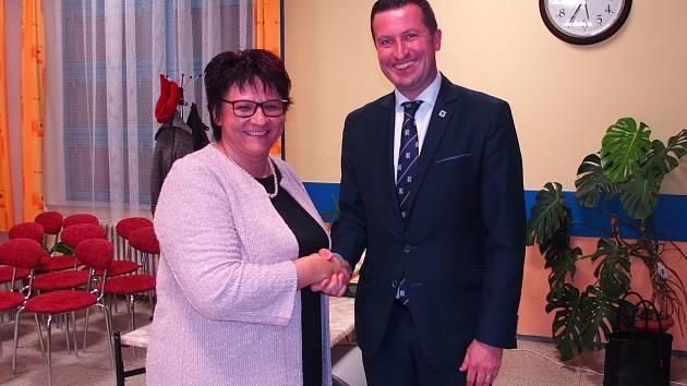 Starostka Zuzana Jungwirthová s bývalým starostou Martinem Staňkem.