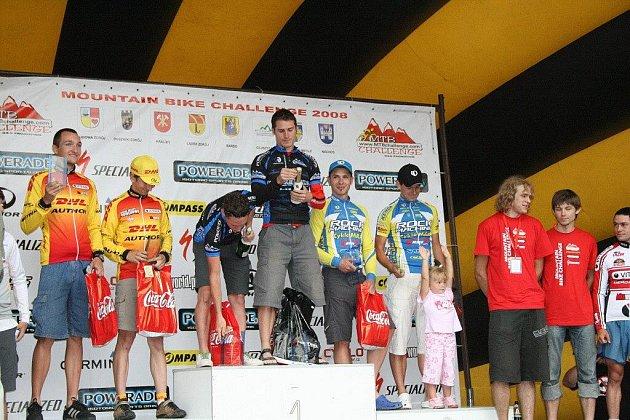 Loňský ročník MTB Challenge vyhrála belgická dvojice  Kris Henderieckx, Robby De Bock (uprostřed), druzí skončila teplicko–polická dvojice František Žilák, Petr Sulzbacher (na stupínku vpravo) a třetí byli Poláci Paweł Wiendlocha, Bartosz Janowski.