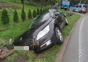 Deště řidiče překvapily, mokré silnice přinesly nehody