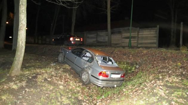 Spánek zmohl dvacetiletého řidiče za volantem BMW
