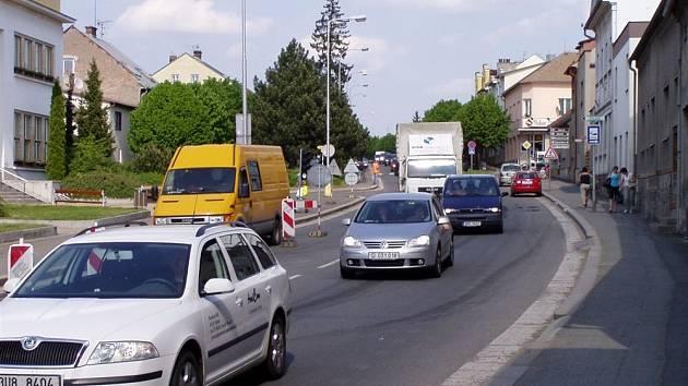 Těžký průjezd Českou Skalicí.