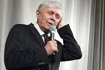 """Film """"Odcházení"""". Herec Josef Abrhám bavil návštěvníky kina Vesmír v Náchodě při besedě k filmu Václava Havla."""