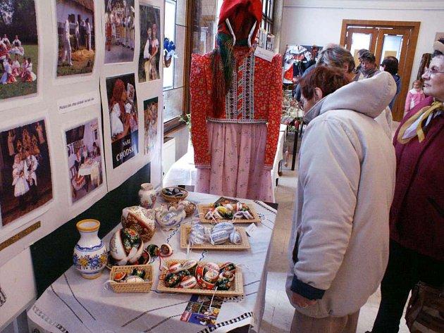 Velikonoční výstava v Červeném Kostelci se stále těší značnému zájmu návštěvníků výstavní síně v budově radnice. Proto byla prodloužena až do této neděle.