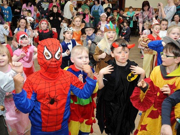 Děti z velkopoříčské školky si užívaly bujaré masopustní veselí