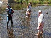 Potápění v řece Úpě v Ratibořicích.