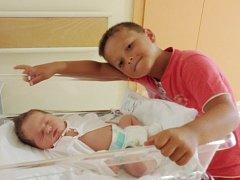AMÁLKA DRAŠNAROVÁ se narodila v náchodské porodnici 28. srpna 2015 v 10.08 hodin mamince Anetě a tatínkovi Antonínovi z Náchoda. Holčička po narození vážila 3945 gramů a měřila 51 centimetrů. Doma má brášku Filípka.