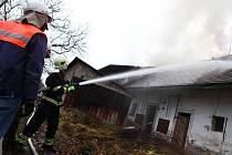 Požár zemědělské usedlosti v Červeném Kostelci.