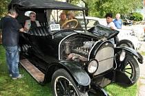 Nejstarší automobil Willys Overland z r. 1915.