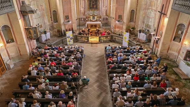 Letošní festival Za poklady Broumovska bude mít ve své první polovině jinou podobu. Kostely se začnou návštěvníky plnit hlavně v srpnu.