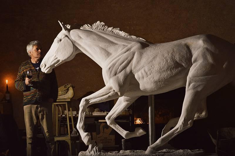 Legendární Peruán bude mít svoji sochu. Chystá ji sochař Petr Novák.