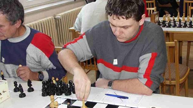 Šachy.