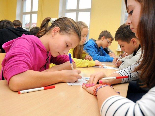 Pátý ročník oblastního kola piškvorkového turnaje, který se konal ve čtvrtek v náchodském Jiráskově gymnáziu, rozehrálo třiadvacet pětičlenných týmů z celého širšího regionu.