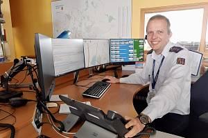 Pavel Rybička, operační důstojník a vedoucí směny C pracuje na KOPIS HZS KHK, kde pracuje už skoro 10 let.