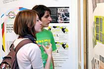 V Čapkově sále se uskutečnila slavnostní vernisáž, kterou byla zahájena výstava studentských prací žáků Střední školy propagační tvorby a polygrafie z Velkého Poříčí.