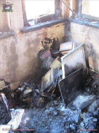 Požár verandy urodinného domu vHusově ulic vČerveném Kostelci.