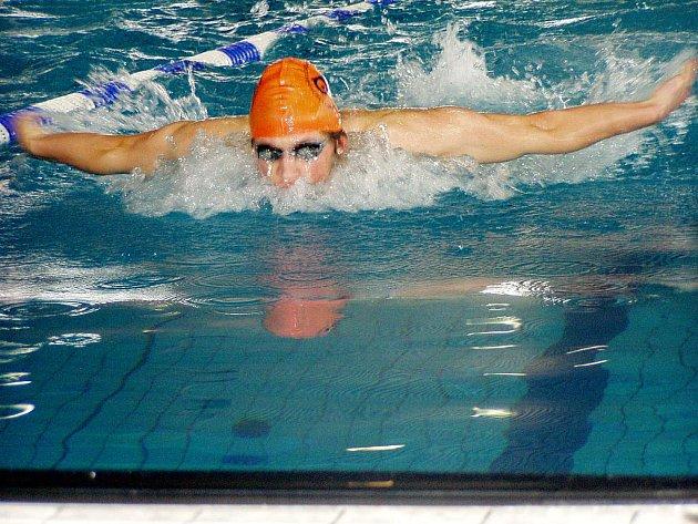 Náchodský plavec Pavel Janeček (na snímku) splnil limit pro účast na mistrovství světa juniorů v Peru.