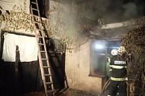 V Hustířanech došlo kpožáru přístavku u rodinného domu. Požár se rozšířil až kpodbití střechy rodinného domu, způsobená škoda byla vyčíslena asi na 50 tisíc korun.