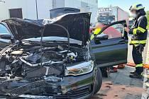 Knehodě dvou osobních a jednoho nákladního vozidla došlo ve středu ve Lhotě za Červeným Kostelcem. Jeden člověk byl při nehodě zraněn.