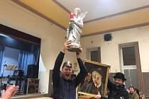 Nejlepší čůčo přivezl z Náchoda Hynek Navara, jehož směska višně a rybízu měla nejvyváženější vůni, chuť a barvu. Za 159 bodů získal titul Královna sklepa.