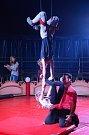 DĚTI V NÁCHODĚ se při ojedinělém projektu učí cirkusové kousky pod vedením zkušených trenérů - artistů.