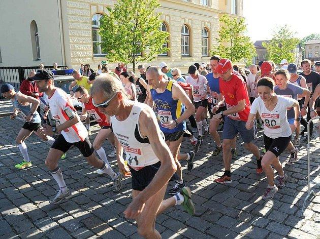 ČESKO-POLSKÝ půlmaraton přiláká na startovní čáru do Hronova rok od roku větší počet vytrvalců.