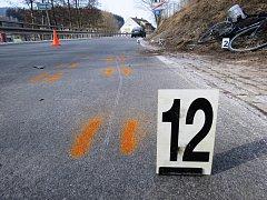 Nehoda se stala poblíž domu čp. 60 v Bukovici n Policku, když se řidič osobního automobilu pokoušel před sebou jedoucího cyklistu předjet.