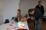 Dnes bude v muzeu papírových modelů k vidění při práci 3D tiskárna.