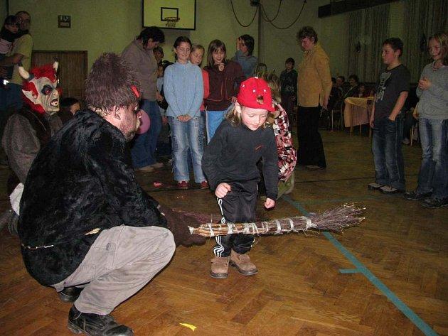 Martínkovičtí hasiči uspořádali pro děti Čertovské klání.