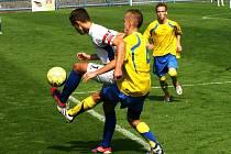 STARŠÍ dorostenci Náchoda (v bílém) zatím v České lize U19 válí. V sedmi utkáních šestkrát vyhráli a jednou remizovali.