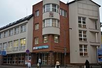 Náchodská radnice chce koupit budovu na rohu Zámecké ulice. Přestěhovali by se do ní úředníci města z budovy soudu.