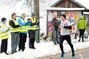 Na start Novoročního běhu se postavilo šedesát sportovců.
