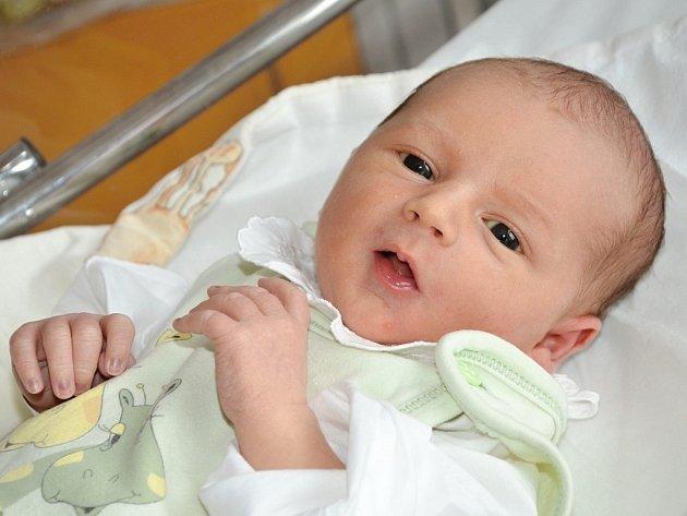 FILIP KUŤÁK z Olešnice u Červeného Kostelce se narodil 21. července 2015 v 18.17 hodin šťastným rodičům Michaele a Jakubovi. Jeho míry byly 3320 gramů a 49 centimetrů.