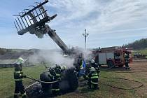 Požár nakladače napáchal statisícové škody.