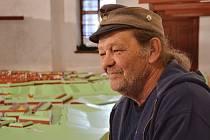 VLADIMÍR JIROUŠ pracuje v areálu Bastionu IV už čtvrtým rokem na rozsáhlém modelu pevnosti Josefov.