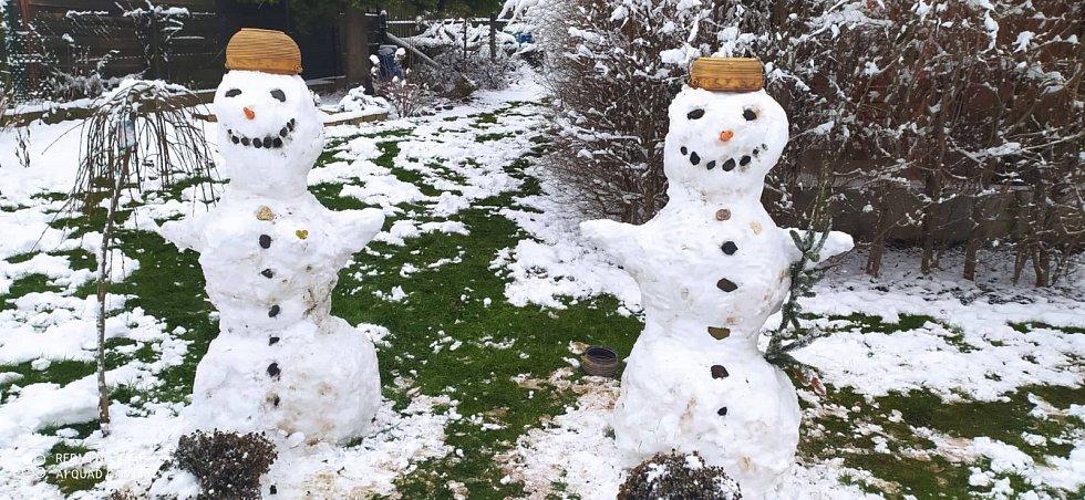 Sněhuláci na zahradě u Dočkalových z Náchoda.