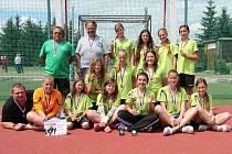 BILANCE tří vítězství a dvou porážek zajistila starším žákyním Sokola Krčín bronzové medaile z Mistrovství České republiky.
