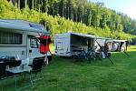 Běloveský autokemp zaplnily karavany.