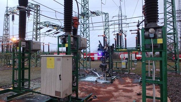 Požár olejového transformátoru vNeznášově.