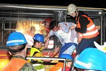 MLADÍ ZÁCHRANÁŘI z Rescue Campu zasahovali u fingované dopravní nehody autobusu a osobního automobilu.